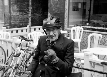 Trevor Hughes' collection of photos of bike messengers in the 90s